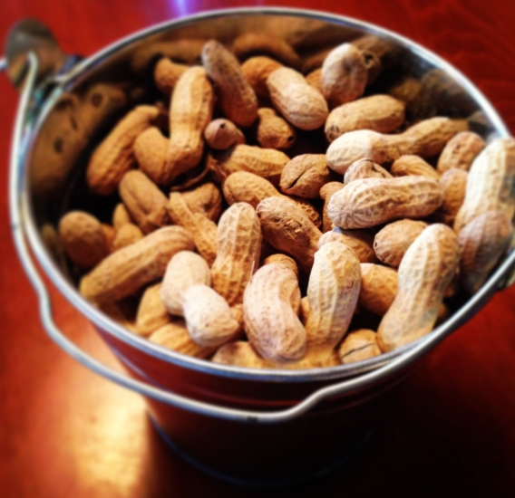 Peanuts_at_Texas_Roadhouse_-_panoramio
